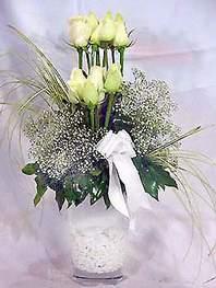 Manisa çiçek gönderme sitemiz güvenlidir  9 adet vazoda beyaz gül - sevdiklerinize çiçek seçimi