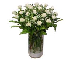 Manisa internetten çiçek siparişi  cam yada mika Vazoda 12 adet beyaz gül - sevenler için ideal seçim
