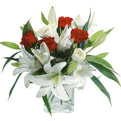 vazo içerisinde 4 gül 1 adet kazablanka  Manisa çiçek gönderme sitemiz güvenlidir