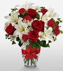Eşsiz vazo tanzimi güller kazablankalar  Manisa çiçek gönderme sitemiz güvenlidir