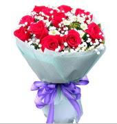12 adet kırmızı gül ve beyaz kır çiçekleri  Manisa kaliteli taze ve ucuz çiçekler