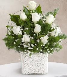 9 beyaz gül vazosu  Manisa hediye sevgilime hediye çiçek