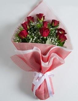 9 adet kırmızı gülden buket  Manisa hediye sevgilime hediye çiçek
