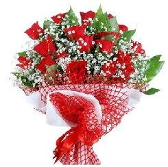 11 kırmızı gülden buket  Manisa çiçek satışı
