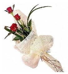3 adet kırmızı gül buketi  Manisa çiçekçiler