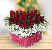 15 kırmızı gülden kalp mika çiçeği  Manisa hediye sevgilime hediye çiçek