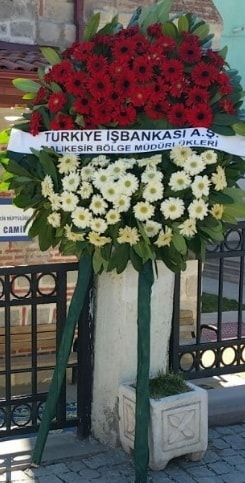 Cenaze çiçek modeli  Manisa ucuz çiçek gönder