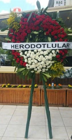 Cenaze çelengi cenazeye çiçek modeli  Manisa hediye sevgilime hediye çiçek