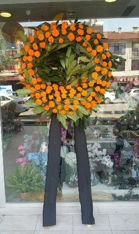 Cenaze çiçeği cenaze çelengi çiçek modeli  Manisa 14 şubat sevgililer günü çiçek