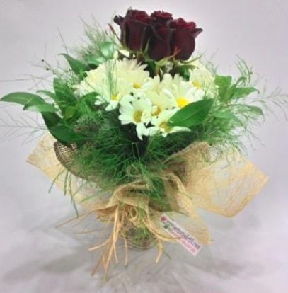 5 adet kırmızı gül ve kırızantem buketi  Manisa çiçek yolla