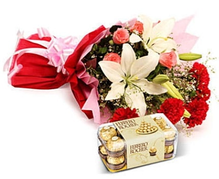 Karışık buket ve kutu çikolata  Manisa çiçek online çiçek siparişi