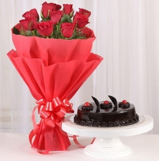 10 Adet kırmızı gül ve 4 kişilik yaş pasta  Manisa yurtiçi ve yurtdışı çiçek siparişi