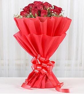 12 adet kırmızı gül buketi  Manisa çiçek mağazası , çiçekçi adresleri